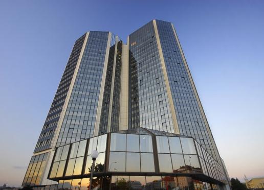 Hotell Corinthia är med sina 25 våningar ett av Prags moderna landmärken