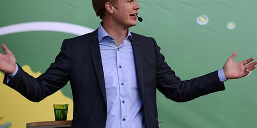 Gustav Fridolin talar (Foto: flickr/Miljöpartiet de gröna BY CC 2.0)